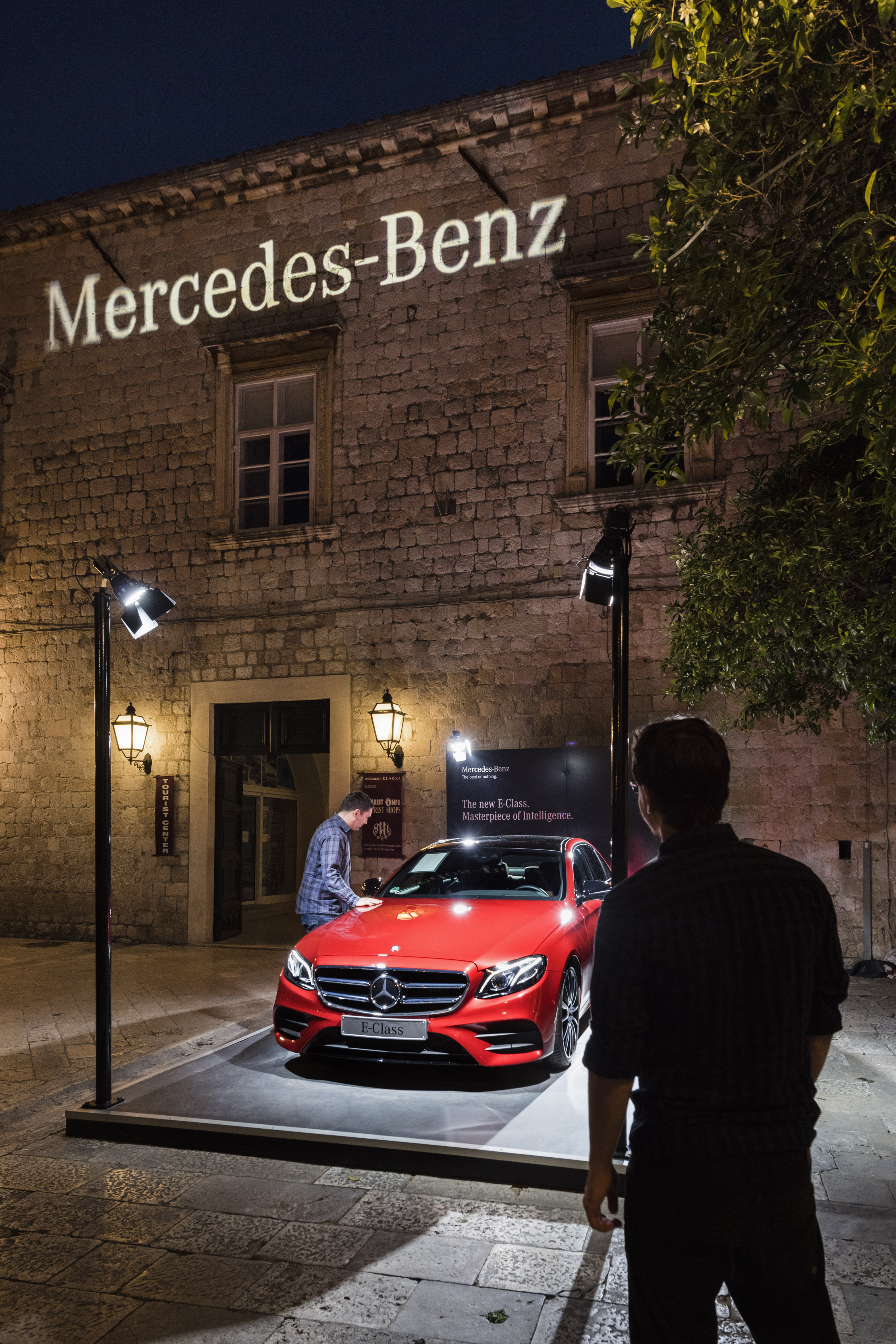 Mercedes benz global training experience the new e class for Mercedes benz events